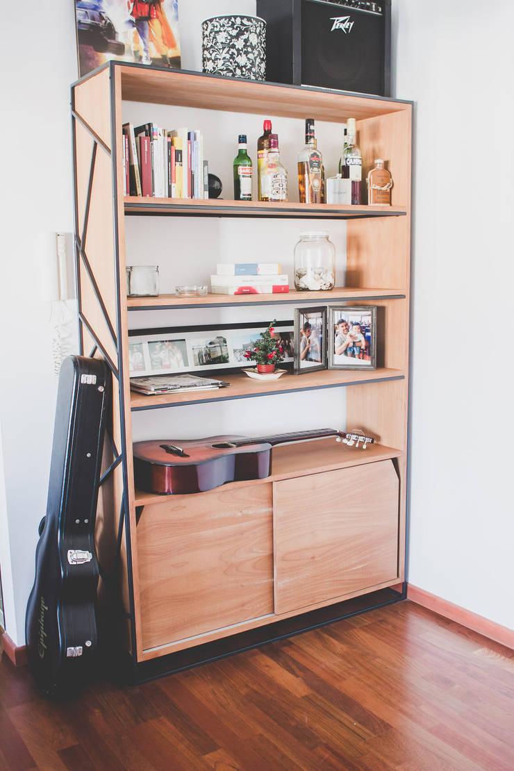 Biblioteca: Livings de estilo  por Mon Estudio,