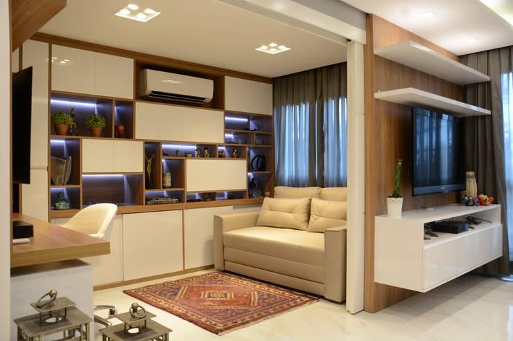 Cozinha/ Living / Home Office : Escritórios  por Liana Salvadori Arquitetura e Interiores