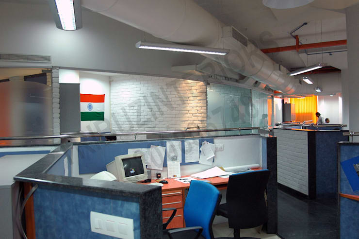 Saatchi & Saatchi:  Office buildings by Tribuz Interiors Pvt. Ltd.