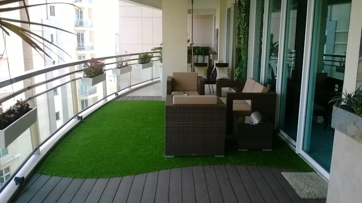 Outdoor Living Room At DLF 5, Gurugram:  Garden by Grecor
