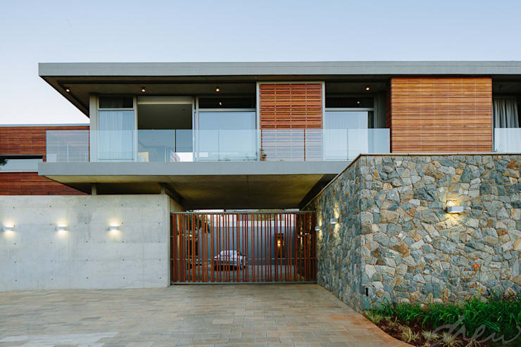 two floating boxes:  Houses by drew architects + interiors