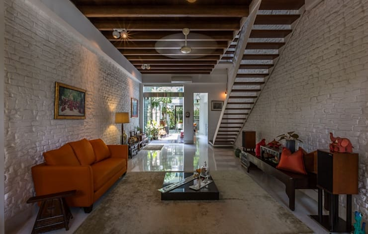 ONAN ROAD SHOPHOUSE Modern corridor, hallway & stairs by EZRA Architects Modern