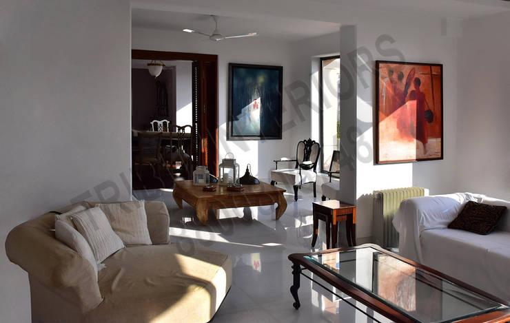 Heritage City:  Living room by Tribuz Interiors Pvt. Ltd.