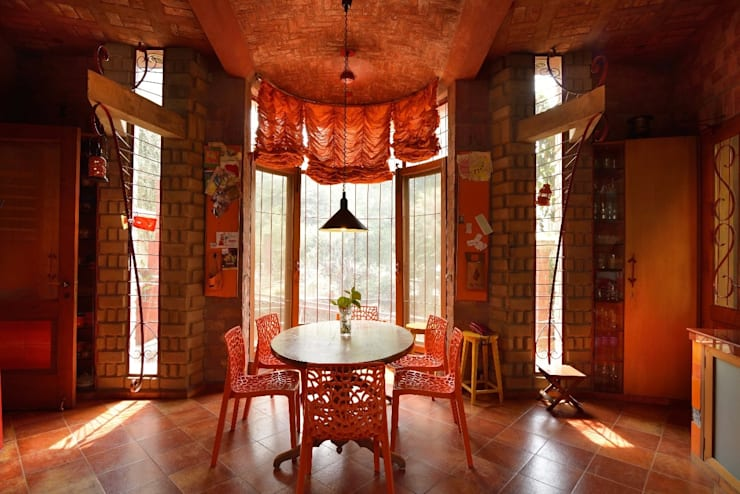 Green House:  Dining room by Tribuz Interiors Pvt. Ltd.