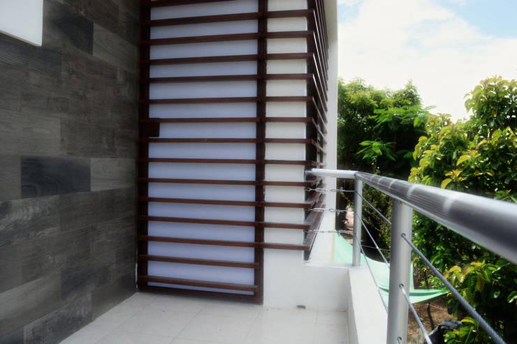 Detalle de Balcón: Terrazas de estilo  por gciEntorno
