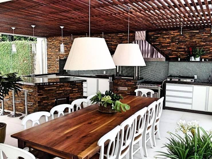 Casa campo Margarete : Salas de jantar  por STUDIO AGUIAR E  DINIS
