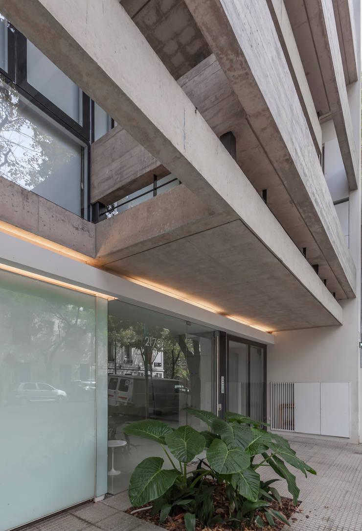ATV14 / Ravignani 2170: Casas de estilo  por ATV Arquitectos