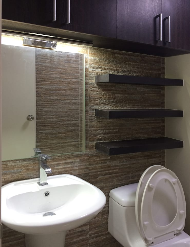 Interior Design and Fit Out of a 2 Bedroom Condo Unit:  Bathroom by A. R. Serrano Interior,Eclectic