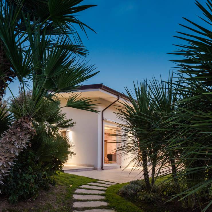Countryside Villa: Villa in stile  di Officina29_ARCHITETTI, Mediterraneo