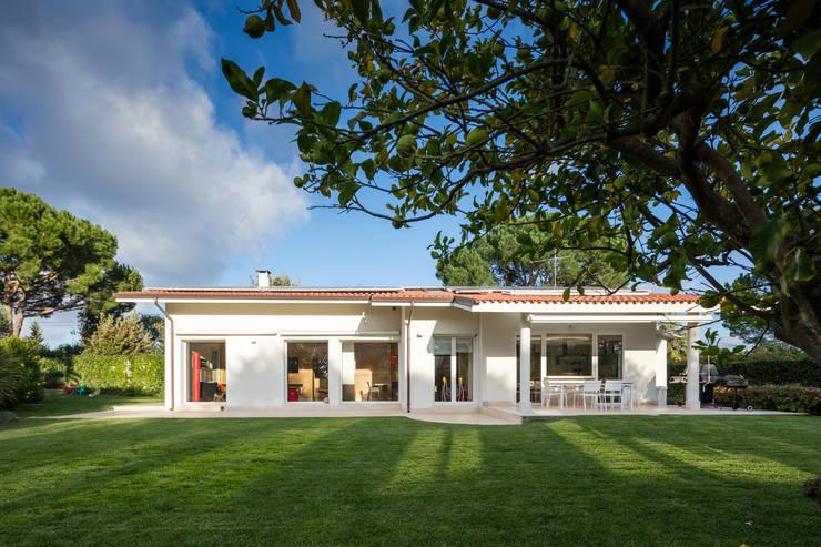 Countryside Villa: Case in stile  di Officina29_ARCHITETTI, Moderno