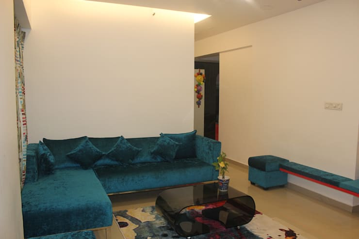 Amanora Park town:  Living room by Area Planz Design