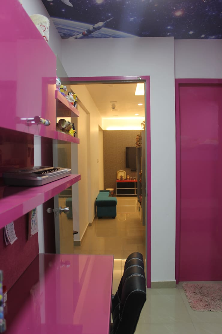 Amanora Park town:  Girls Bedroom by Area Planz Design