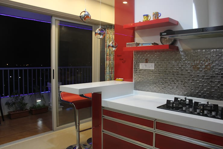 Amanora Park town:  Built-in kitchens by Area Planz Design