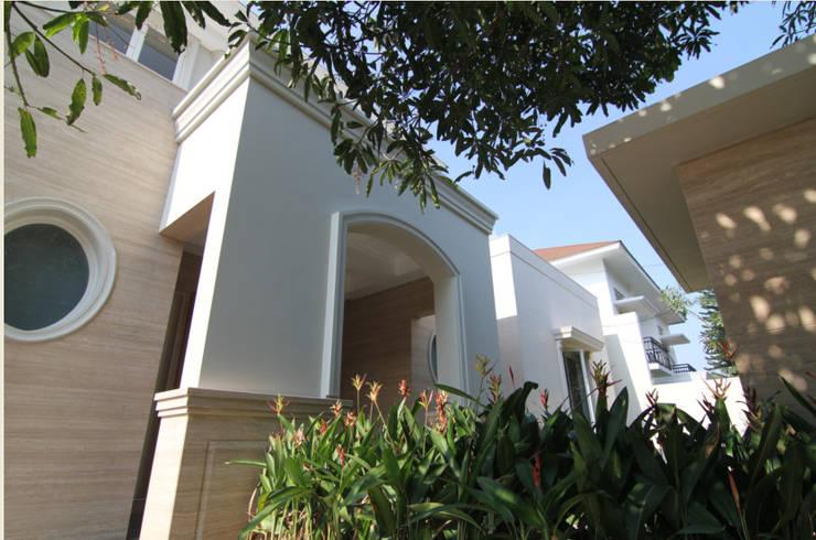 Adeline Bintaro:  Rumah by sony architect studio