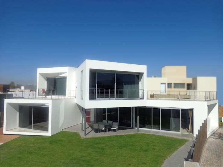 CASA GRILLO: Casas unifamiliares de estilo  por ARQUITECTO MAURICIO PIZOLATTO