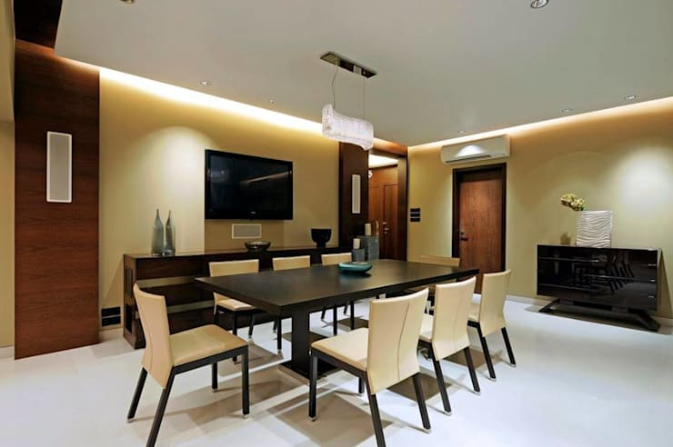 Neanpeanse Road, Mumbai:  Dining room by DesignTechSolutions