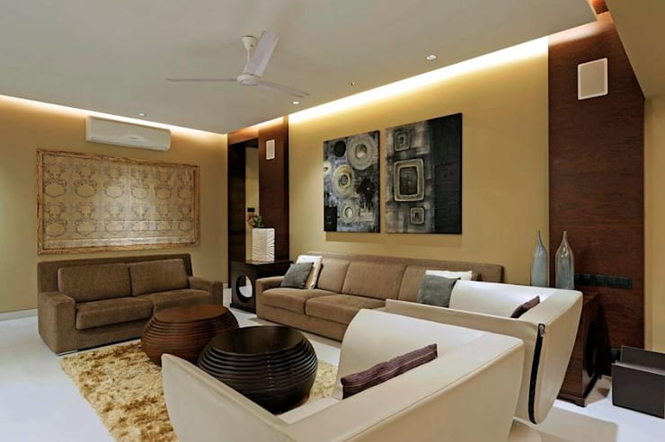 Neanpeanse Road, Mumbai:  Living room by DesignTechSolutions