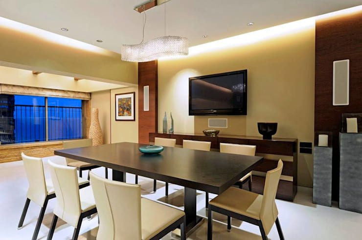 Neanpeanse Road, Mumbai: modern Dining room by DesignTechSolutions