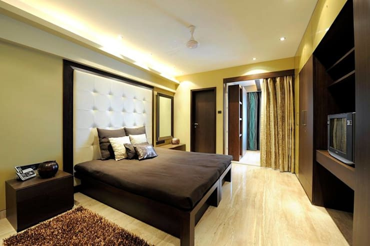 Mumbai Residence,:  Bedroom by DesignTechSolutions