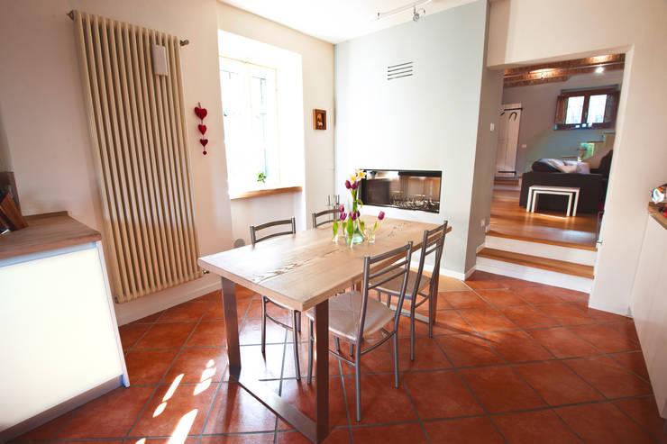 La casa di Campagna: Cucina in stile  di Annalisa Carli