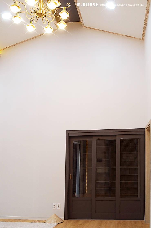 함라 신대리 2호 35평형 ALC전원주택: W-HOUSE의  거실