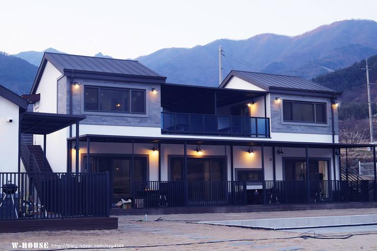 경남하동 50평형  ALC친환경 애견팬션: W-HOUSE의  다가구 주택,