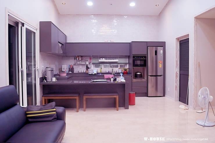 익산 임상리 50평형 ALC주택: W-HOUSE의  주방 설비,모던 타일