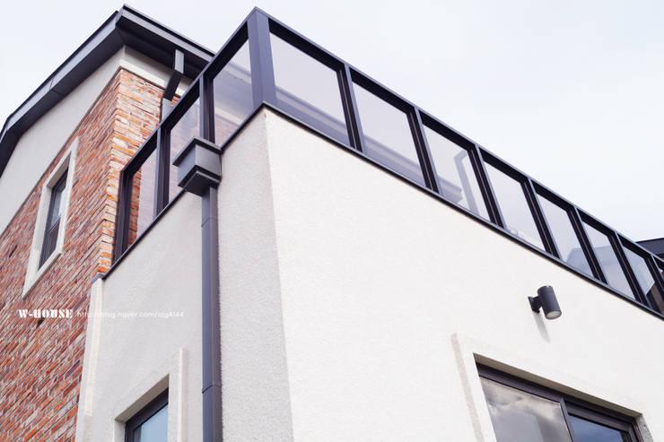 전주 혁신도시 45평형 ALC친환경주택: W-HOUSE의  전원 주택,모던 콘크리트