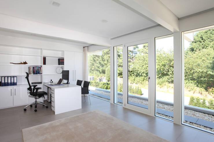 Рабочие кабинеты в . Автор – DAVINCI HAUS GmbH & Co. KG