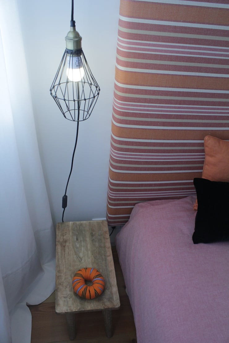 Double bedroom Eclectic style bedroom by Tangerinas e Pêssegos - Design de Interiores & Decoração no Porto Eclectic Wood Wood effect