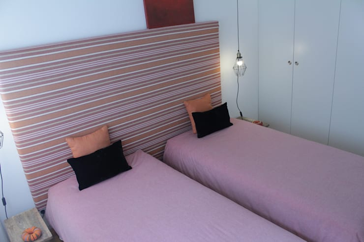 Double bedroom Eclectic style bedroom by Tangerinas e Pêssegos - Design de Interiores & Decoração no Porto Eclectic Metal