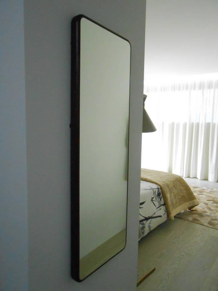 Quarto casal: Quartos  por Tangerinas e Pêssegos - Design de Interiores & Decoração no Porto