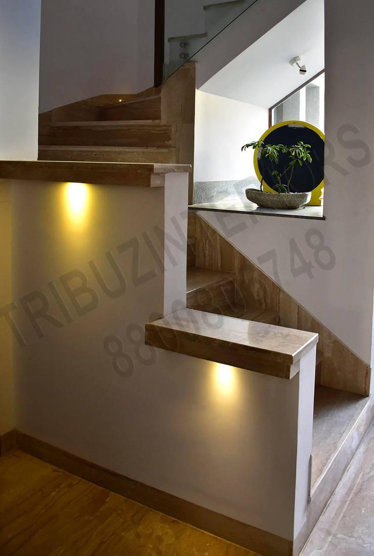Villa:  Corridor & hallway by Tribuz Interiors Pvt. Ltd.