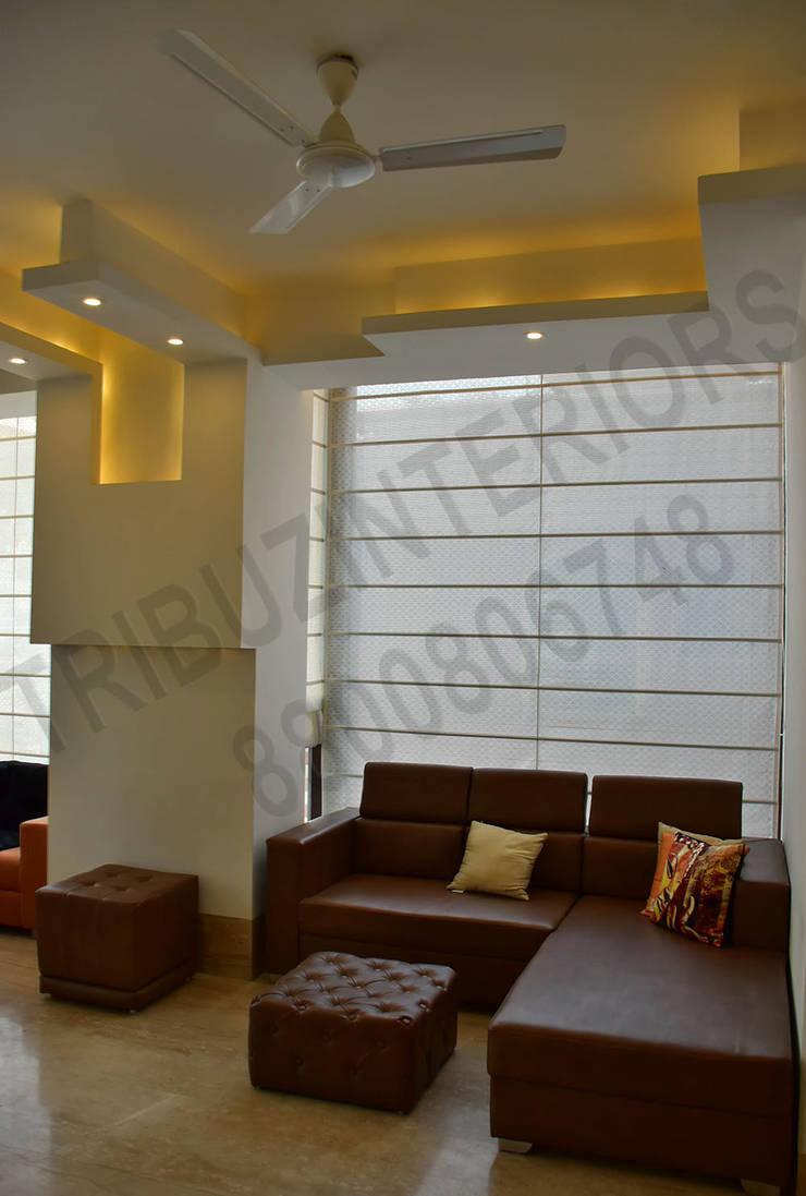 Villa:  Living room by Tribuz Interiors Pvt. Ltd.