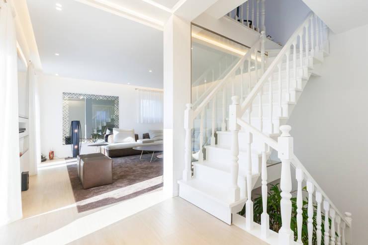 Escaleras de estilo  por CLM Arredamento