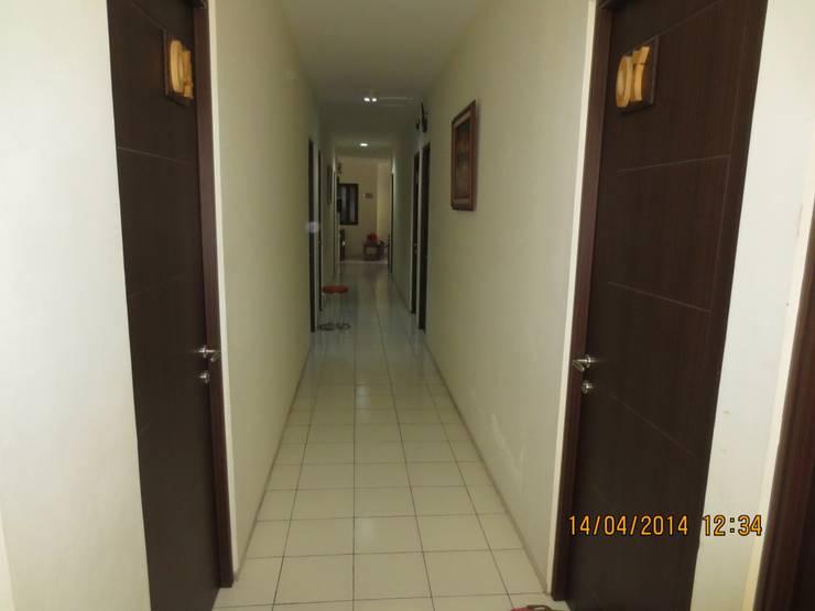 KOST EKO:  Koridor dan lorong by sony architect studio