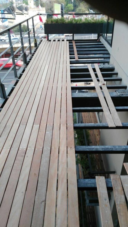Terrace by Onice Pisos y Decoracion, Modern Wood-Plastic Composite