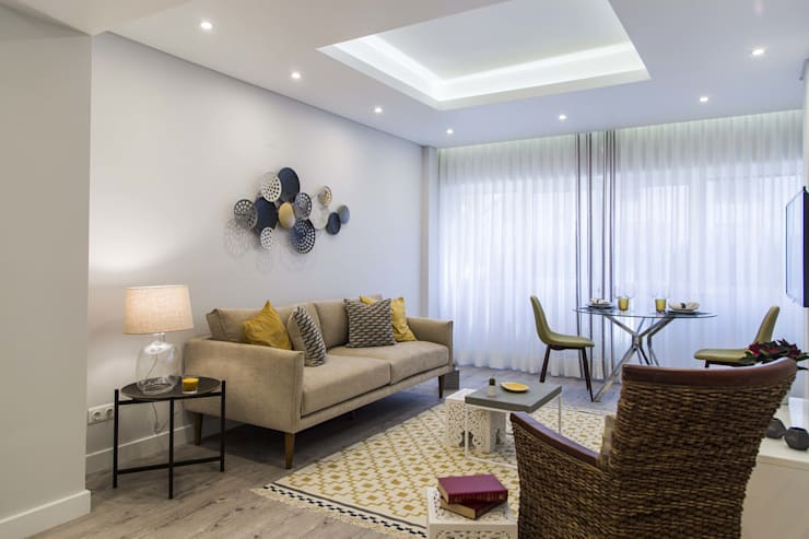 eclectic Living room by Conceitos Itinerantes