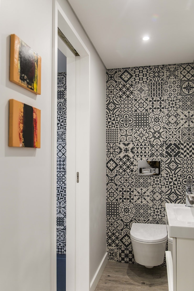eclectic Bathroom by Conceitos Itinerantes