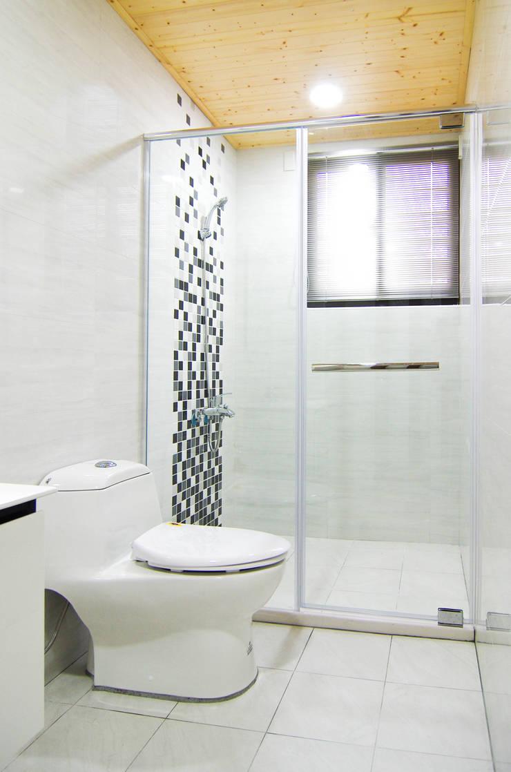 H8100:  浴室 by 中圓泰 / 淋浴拉門