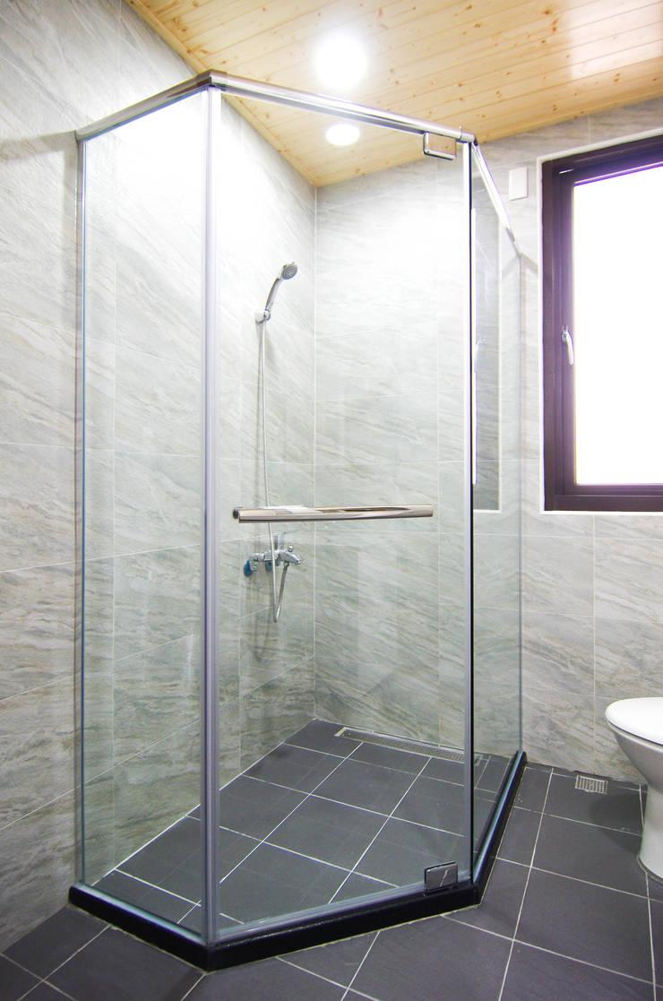 H8300:  浴室 by 中圓泰 / 淋浴拉門
