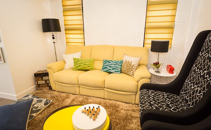 Tagaytay Southridge Estates:  Living room by TG Designing Corner