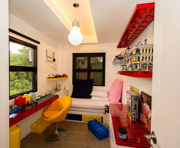 Tagaytay Southridge Estates:  Nursery/kid's room by TG Designing Corner