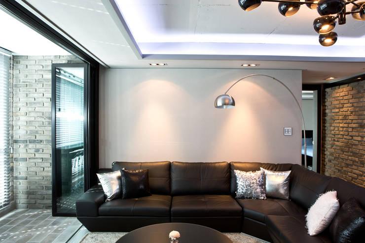 은은한 조명으로 카페같이 꾸민 거실인테리어: dual design의