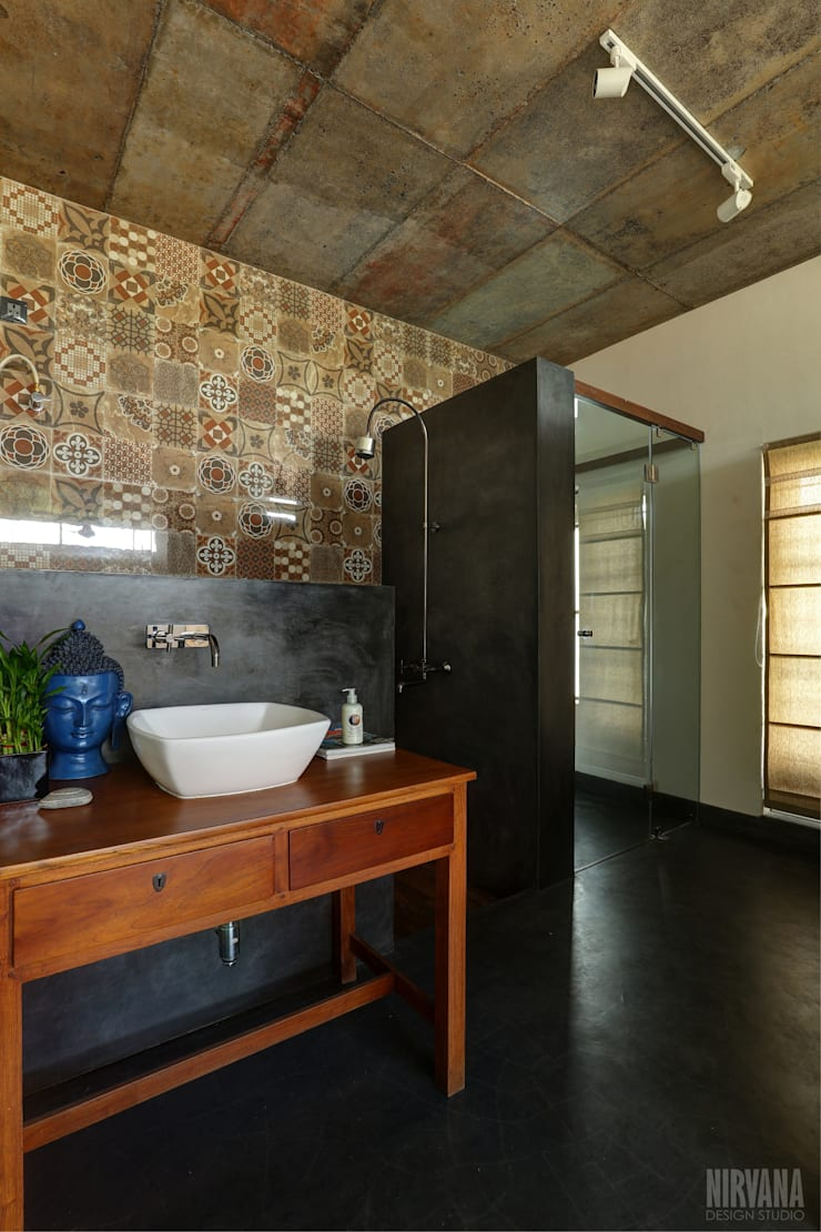 Tropical home 1:  Bathroom by Studio Nirvana,Tropical