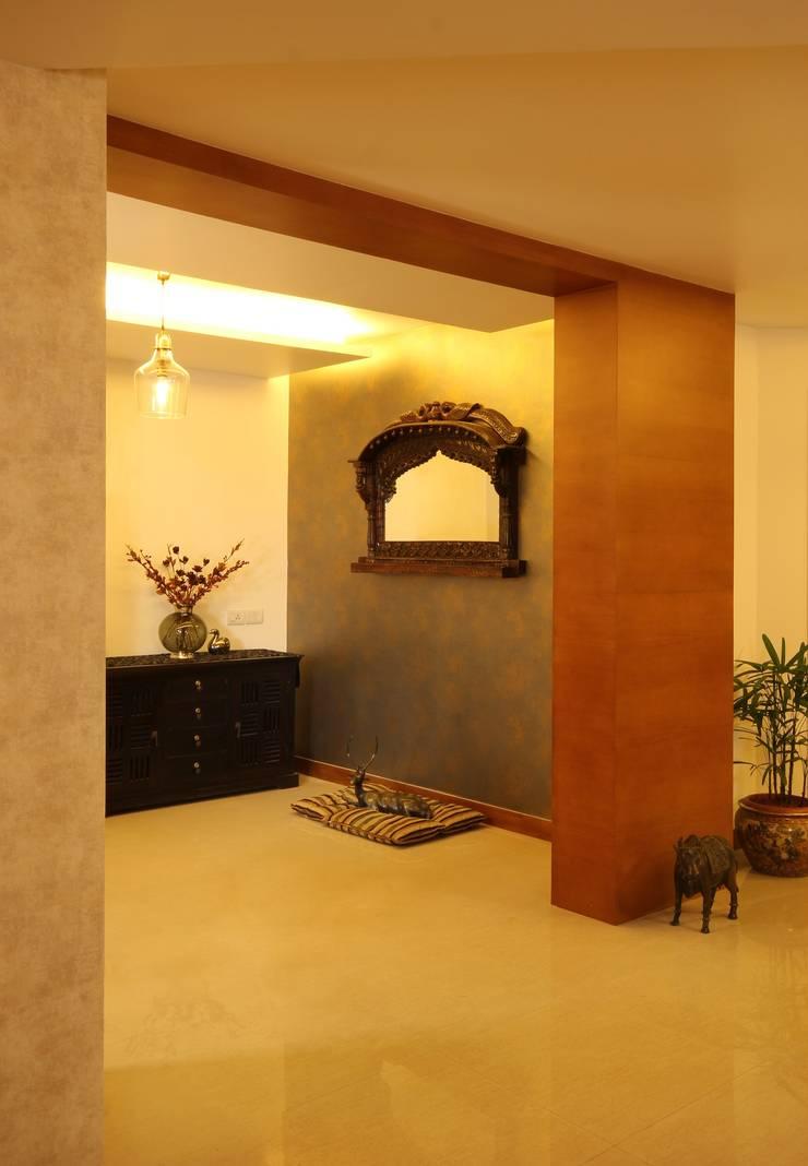 Marine Drive:  Corridor & hallway by Studio Nirvana,Classic
