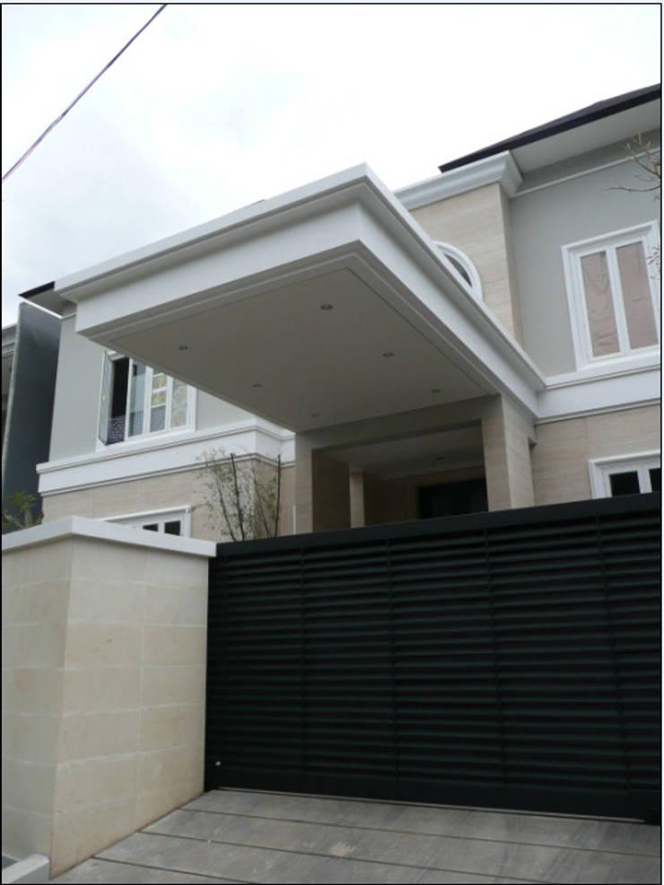 LINDA PONDOK INDAH:  Rumah by sony architect studio