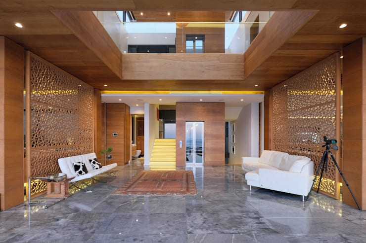 House Kloof Bantry Bay, Cape Town:  Corridor & hallway by KMMA