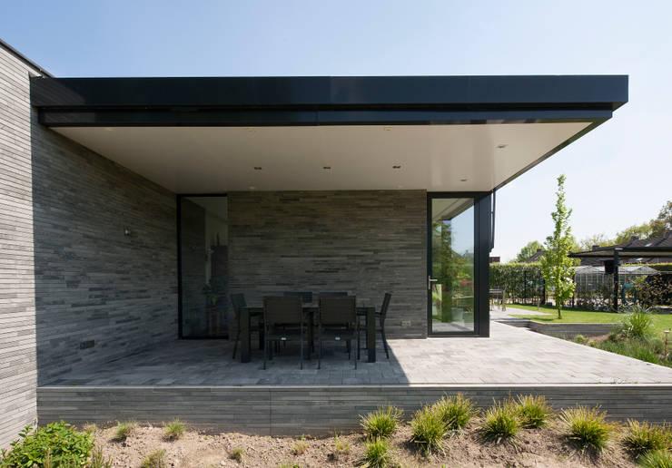Betonstenen villa:  Huizen door Joris Verhoeven Architectuur