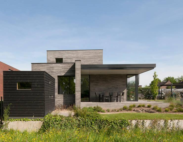 Betonstenen villa:  Eengezinswoning door Joris Verhoeven Architectuur